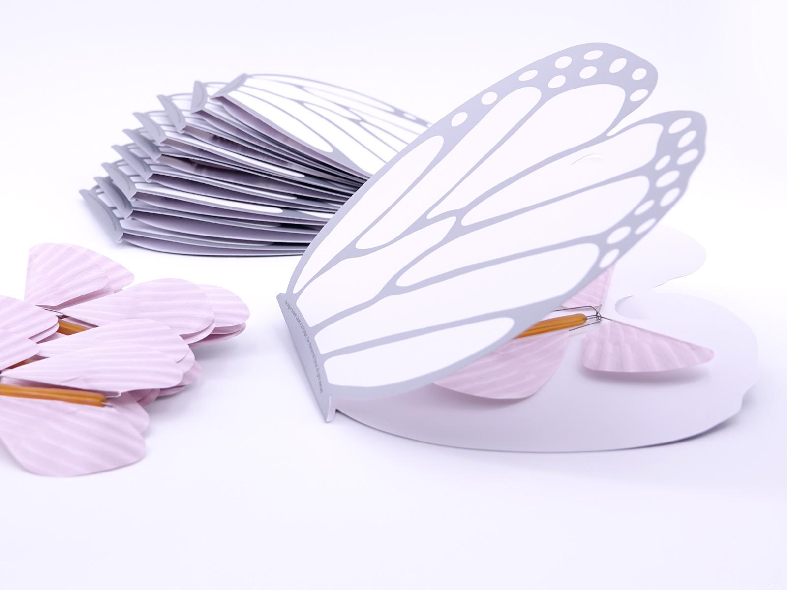 La Carte Papillon avec des papillons magiques roses