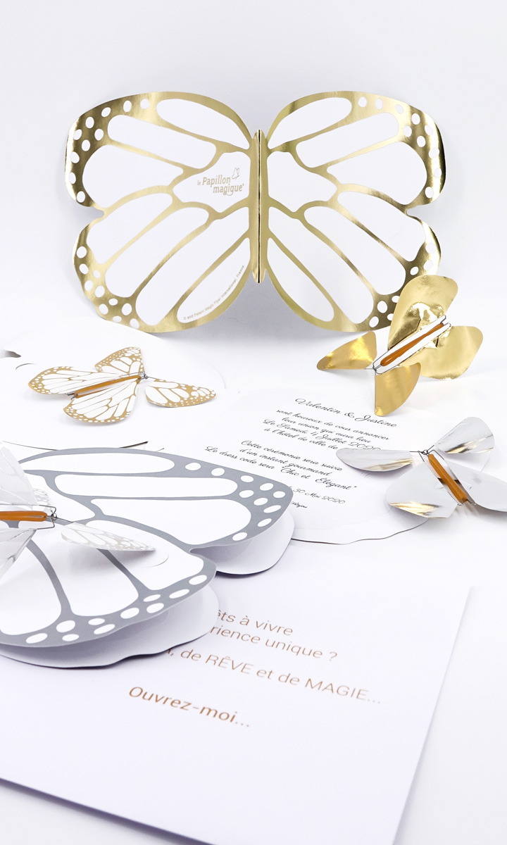 La Carte Papillon couleur or avec un Papillon Magique